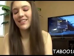 Erotic brunettte teen loves schlong