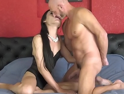 Ladyboy Fang&rsquo_s First Fuck