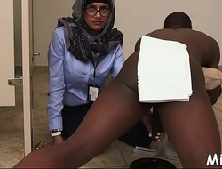 Stand fucking of a sexy arab playgirl