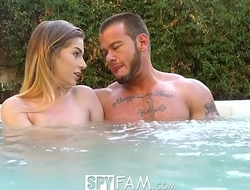 SpyFam Step brother and step sister Sydney Cole fucking in the jacuzzi
