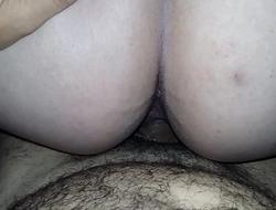 Esposa sentando