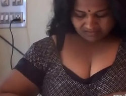 desimasala.co - Big Boob Aunty Bathing and Showing Huge Wet Melons