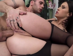 Astonishing Russian babe enjoys an amazing anal sex session!